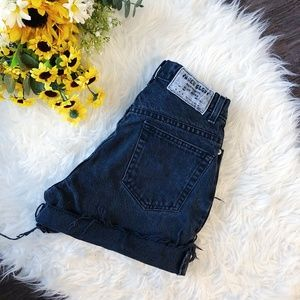 VINTAGE HIGHWAISTED BLACK DENIM SHORTS